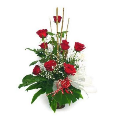 Fresh roses arrangement 001063